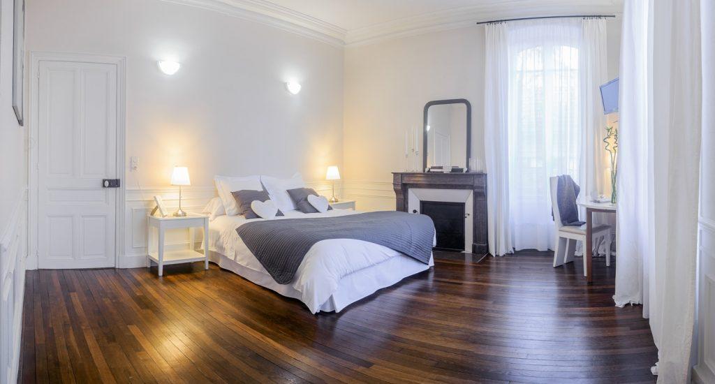 Chambre fil de lin disponible au fil de Troyes chambre d'hôtes dans l'aube